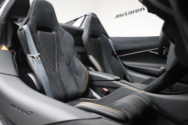 New 2020 McLaren 720S Spider Performance for sale $384,930 at Rolls-Royce Motor Cars Greenwich in Greenwich CT 06830 27