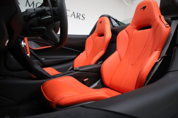 New 2020 McLaren 720S Spider Performance for sale $386,289 at Rolls-Royce Motor Cars Greenwich in Greenwich CT 06830 21