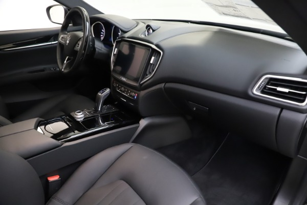 New 2019 Maserati Ghibli S Q4 for sale $91,165 at Rolls-Royce Motor Cars Greenwich in Greenwich CT 06830 21