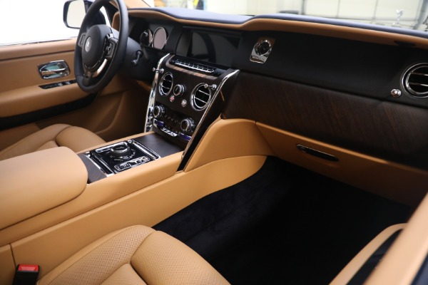 Used 2020 Rolls-Royce Cullinan for sale Call for price at Rolls-Royce Motor Cars Greenwich in Greenwich CT 06830 16