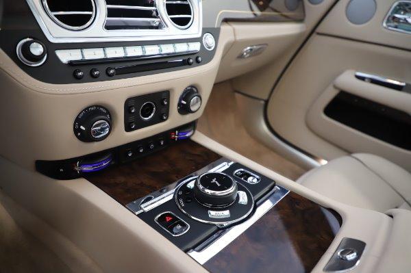 Used 2017 Rolls-Royce Dawn for sale $248,900 at Rolls-Royce Motor Cars Greenwich in Greenwich CT 06830 27