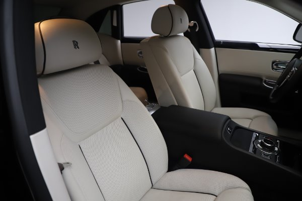 Used 2015 Rolls-Royce Ghost for sale $156,900 at Rolls-Royce Motor Cars Greenwich in Greenwich CT 06830 13