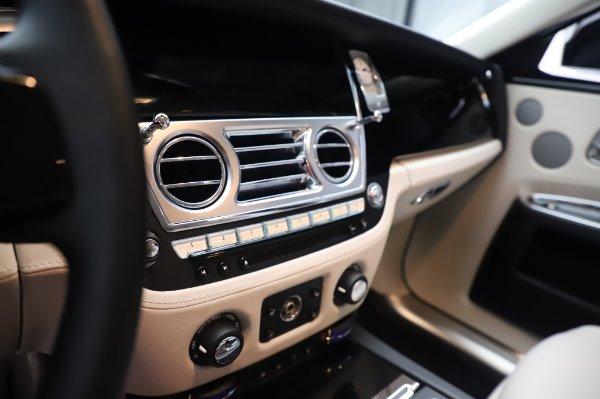 Used 2015 Rolls-Royce Ghost for sale $156,900 at Rolls-Royce Motor Cars Greenwich in Greenwich CT 06830 22