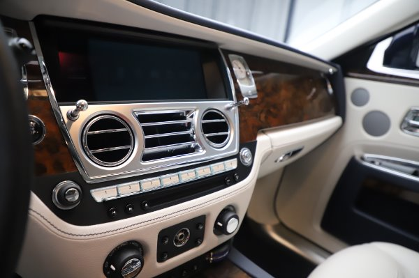 Used 2016 Rolls-Royce Ghost for sale $173,900 at Rolls-Royce Motor Cars Greenwich in Greenwich CT 06830 23