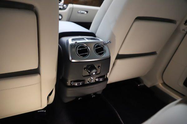 Used 2016 Rolls-Royce Ghost for sale $173,900 at Rolls-Royce Motor Cars Greenwich in Greenwich CT 06830 25