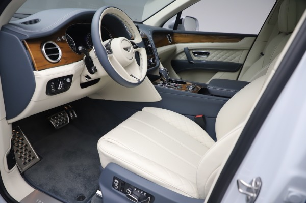 New 2020 Bentley Bentayga Hybrid for sale $226,695 at Rolls-Royce Motor Cars Greenwich in Greenwich CT 06830 18