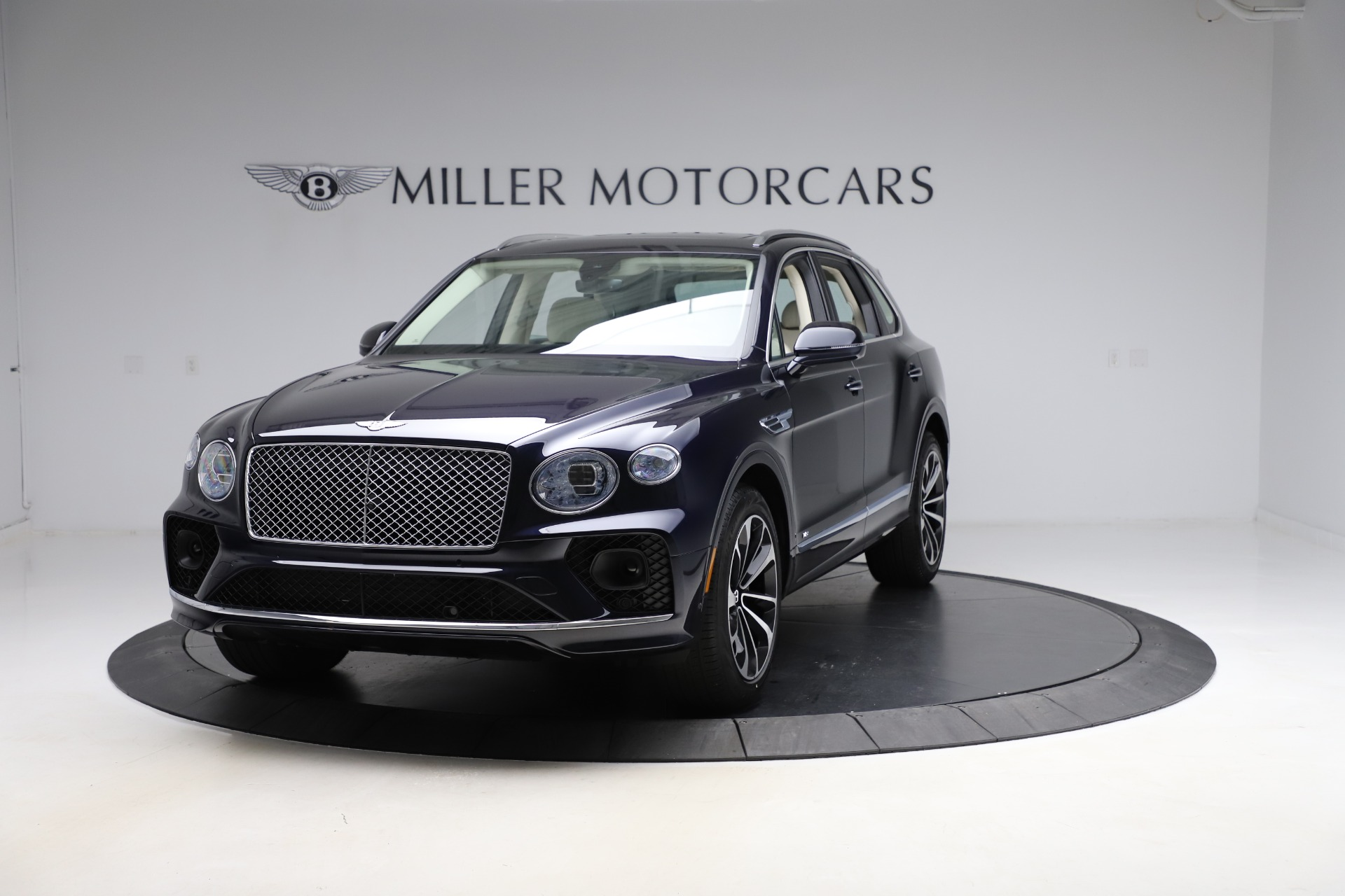 New 2021 Bentley Bentayga V8 for sale $205,540 at Rolls-Royce Motor Cars Greenwich in Greenwich CT 06830 1