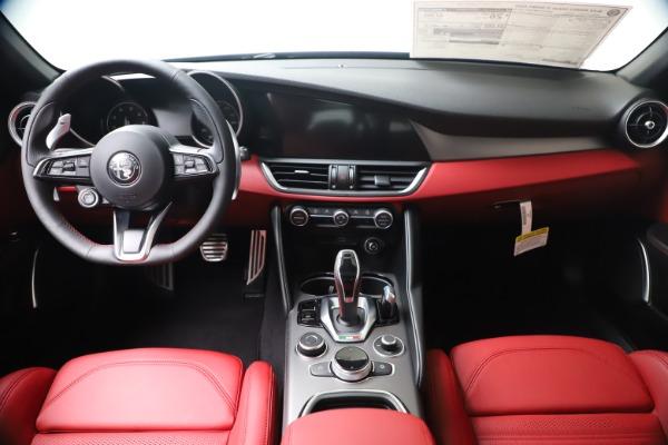 New 2020 Alfa Romeo Giulia Ti Sport Q4 for sale $51,095 at Rolls-Royce Motor Cars Greenwich in Greenwich CT 06830 16