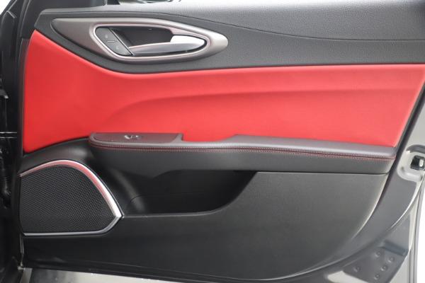 New 2020 Alfa Romeo Giulia Ti Sport Q4 for sale $51,095 at Rolls-Royce Motor Cars Greenwich in Greenwich CT 06830 25