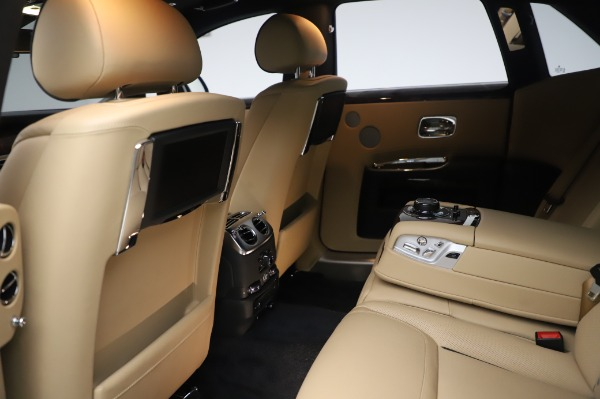 Used 2016 Rolls-Royce Ghost for sale $175,900 at Rolls-Royce Motor Cars Greenwich in Greenwich CT 06830 22