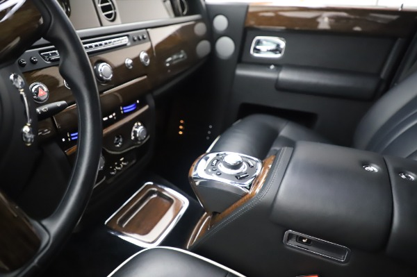 Used 2014 Rolls-Royce Phantom for sale $199,900 at Rolls-Royce Motor Cars Greenwich in Greenwich CT 06830 21