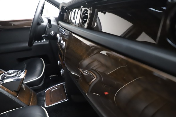 Used 2014 Rolls-Royce Phantom for sale $199,900 at Rolls-Royce Motor Cars Greenwich in Greenwich CT 06830 25