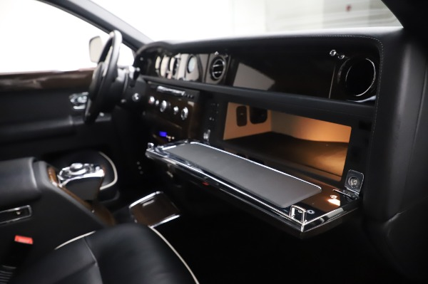 Used 2014 Rolls-Royce Phantom for sale $199,900 at Rolls-Royce Motor Cars Greenwich in Greenwich CT 06830 26