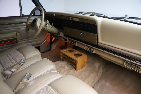 Used 1991 Jeep Grand Wagoneer for sale $89,900 at Rolls-Royce Motor Cars Greenwich in Greenwich CT 06830 18