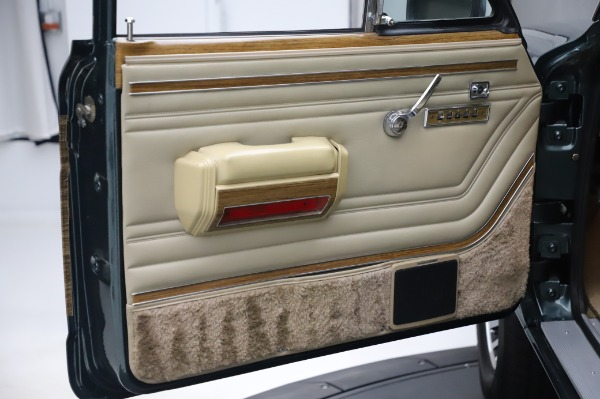 Used 1991 Jeep Grand Wagoneer for sale $89,900 at Rolls-Royce Motor Cars Greenwich in Greenwich CT 06830 21