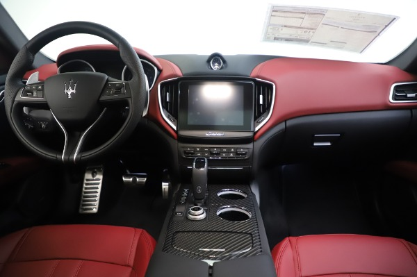 New 2020 Maserati Ghibli S Q4 GranSport for sale Sold at Rolls-Royce Motor Cars Greenwich in Greenwich CT 06830 28