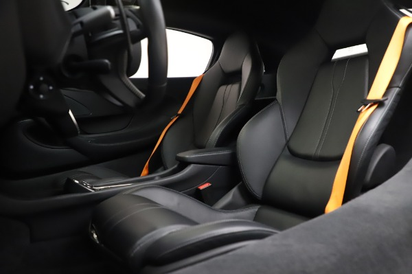Used 2017 McLaren 570S Coupe for sale $149,900 at Rolls-Royce Motor Cars Greenwich in Greenwich CT 06830 18