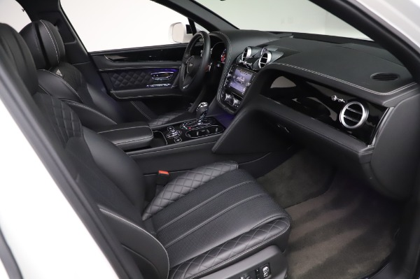 Used 2018 Bentley Bentayga Black Edition for sale $149,900 at Rolls-Royce Motor Cars Greenwich in Greenwich CT 06830 27
