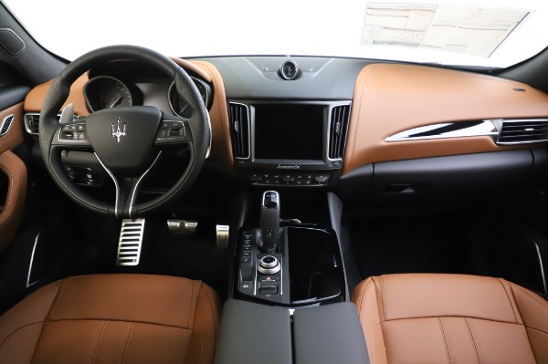 New 2020 Maserati Levante Q4 GranSport for sale $86,685 at Rolls-Royce Motor Cars Greenwich in Greenwich CT 06830 16