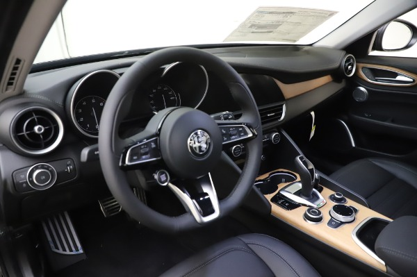 New 2020 Alfa Romeo Giulia Ti Lusso Q4 for sale $46,195 at Rolls-Royce Motor Cars Greenwich in Greenwich CT 06830 17