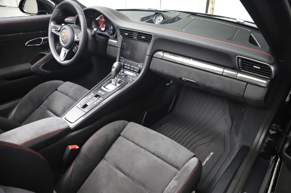 Used 2018 Porsche 911 Carrera 4 GTS for sale $137,900 at Rolls-Royce Motor Cars Greenwich in Greenwich CT 06830 19