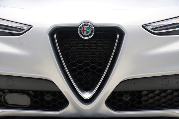 New 2020 Alfa Romeo Stelvio Ti Lusso Q4 for sale $55,045 at Rolls-Royce Motor Cars Greenwich in Greenwich CT 06830 13