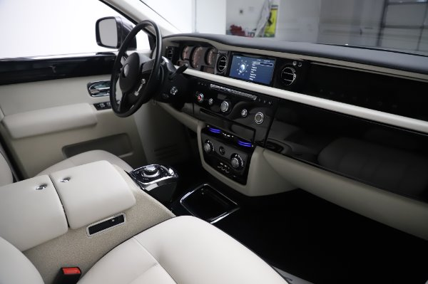 Used 2014 Rolls-Royce Phantom for sale $219,900 at Rolls-Royce Motor Cars Greenwich in Greenwich CT 06830 19