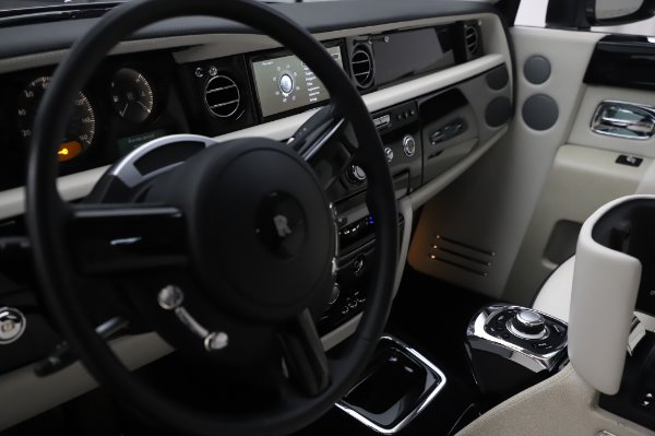 Used 2014 Rolls-Royce Phantom for sale $219,900 at Rolls-Royce Motor Cars Greenwich in Greenwich CT 06830 25