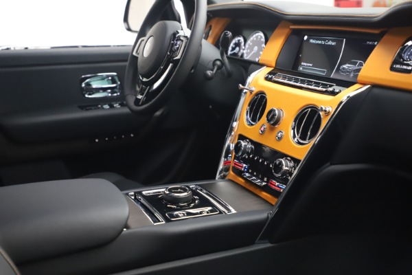 New 2021 Rolls-Royce Cullinan for sale $372,725 at Rolls-Royce Motor Cars Greenwich in Greenwich CT 06830 17