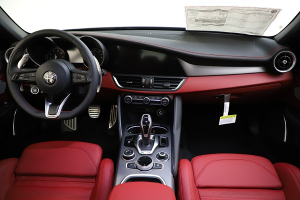 New 2020 Alfa Romeo Giulia Ti Sport Q4 for sale $48,595 at Rolls-Royce Motor Cars Greenwich in Greenwich CT 06830 16