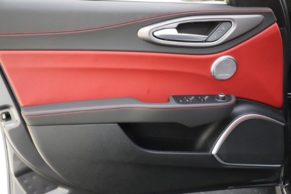 New 2020 Alfa Romeo Giulia Ti Sport Q4 for sale $48,595 at Rolls-Royce Motor Cars Greenwich in Greenwich CT 06830 17