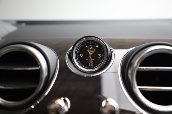 Used 2020 Bentley Bentayga V8 for sale Call for price at Rolls-Royce Motor Cars Greenwich in Greenwich CT 06830 26