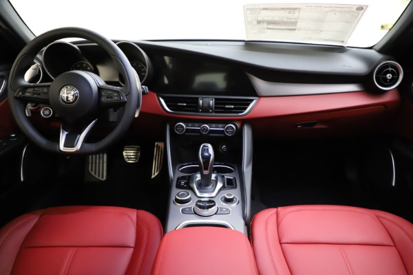 New 2020 Alfa Romeo Giulia Sport Q4 for sale Sold at Rolls-Royce Motor Cars Greenwich in Greenwich CT 06830 16