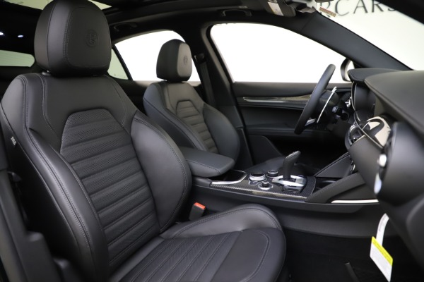 New 2020 Alfa Romeo Stelvio Ti Sport Carbon Q4 for sale Sold at Rolls-Royce Motor Cars Greenwich in Greenwich CT 06830 22
