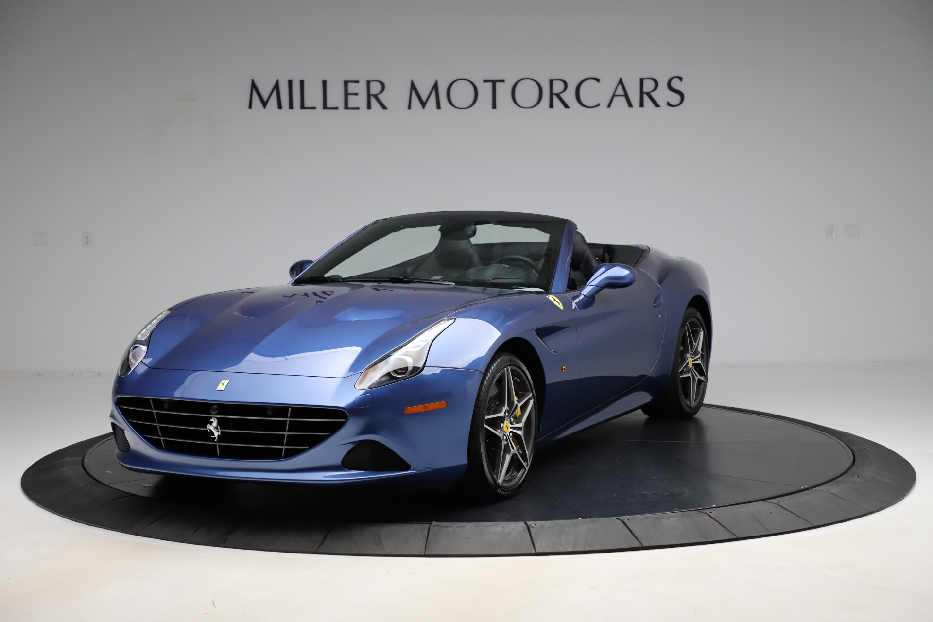 Used 2018 Ferrari California T for sale $185,900 at Rolls-Royce Motor Cars Greenwich in Greenwich CT 06830 1