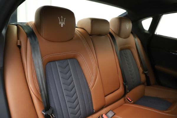 Used 2017 Maserati Quattroporte S Q4 GranLusso for sale $59,900 at Rolls-Royce Motor Cars Greenwich in Greenwich CT 06830 26