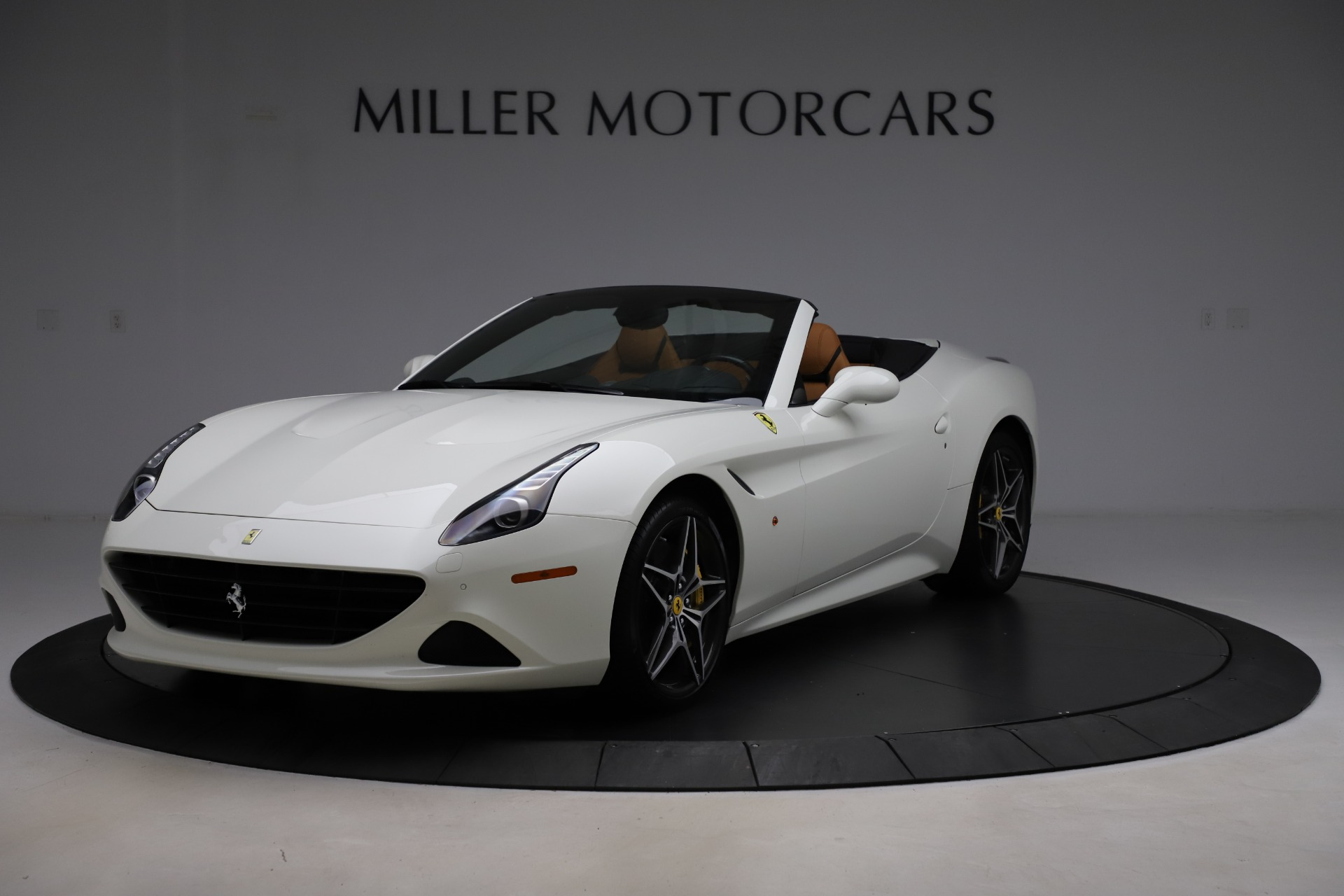 Used 2018 Ferrari California T for sale $169,900 at Rolls-Royce Motor Cars Greenwich in Greenwich CT 06830 1