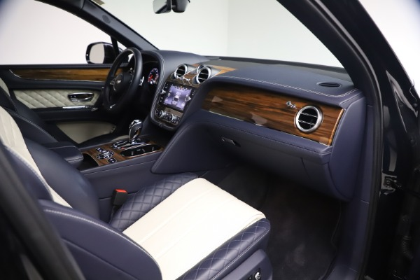 Used 2018 Bentley Bentayga W12 Signature Edition for sale $149,900 at Rolls-Royce Motor Cars Greenwich in Greenwich CT 06830 24