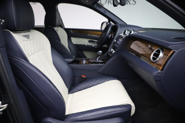 Used 2018 Bentley Bentayga W12 Signature Edition for sale $149,900 at Rolls-Royce Motor Cars Greenwich in Greenwich CT 06830 25