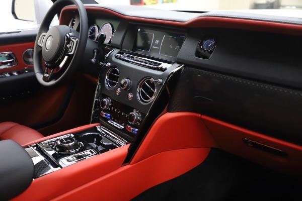 New 2021 Rolls-Royce Cullinan Black Badge for sale $431,325 at Rolls-Royce Motor Cars Greenwich in Greenwich CT 06830 17
