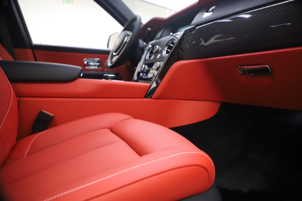 New 2021 Rolls-Royce Cullinan Black Badge for sale $431,325 at Rolls-Royce Motor Cars Greenwich in Greenwich CT 06830 25