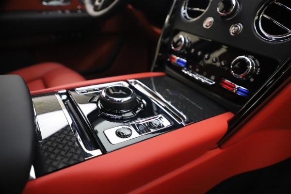 New 2021 Rolls-Royce Cullinan Black Badge for sale $431,325 at Rolls-Royce Motor Cars Greenwich in Greenwich CT 06830 27