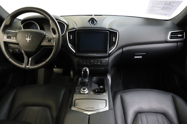 Used 2017 Maserati Ghibli S Q4 for sale $41,900 at Rolls-Royce Motor Cars Greenwich in Greenwich CT 06830 16
