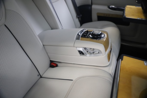 Used 2018 Rolls-Royce Ghost for sale $249,900 at Rolls-Royce Motor Cars Greenwich in Greenwich CT 06830 24