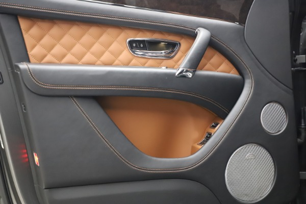 Used 2018 Bentley Bentayga W12 for sale $156,900 at Rolls-Royce Motor Cars Greenwich in Greenwich CT 06830 18