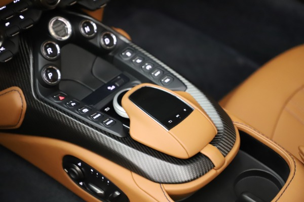 New 2021 Aston Martin Vantage Roadster Convertible for sale $205,686 at Rolls-Royce Motor Cars Greenwich in Greenwich CT 06830 18