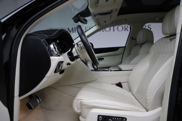 Used 2018 Bentley Bentayga W12 Signature for sale $154,900 at Rolls-Royce Motor Cars Greenwich in Greenwich CT 06830 19