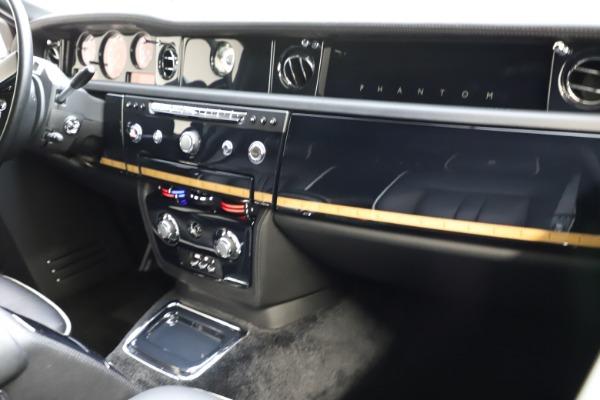 Used 2015 Rolls-Royce Phantom EWB for sale $289,900 at Rolls-Royce Motor Cars Greenwich in Greenwich CT 06830 13