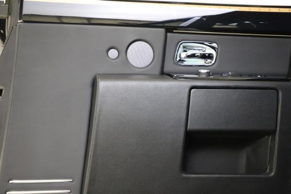 Used 2015 Rolls-Royce Phantom EWB for sale $299,900 at Rolls-Royce Motor Cars Greenwich in Greenwich CT 06830 18