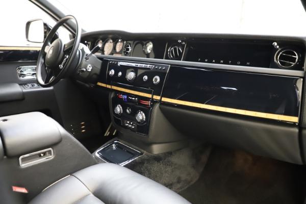 Used 2015 Rolls-Royce Phantom EWB for sale $299,900 at Rolls-Royce Motor Cars Greenwich in Greenwich CT 06830 22